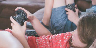 gaming-girl-kids-1103555