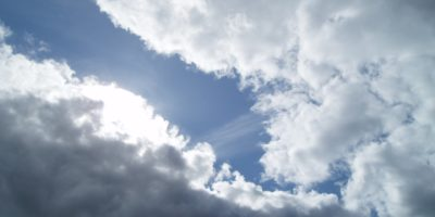sun-breaking-through-clouds-2722302_1920