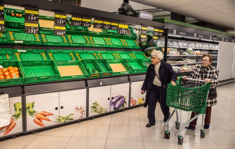 women, shopping, economic impact